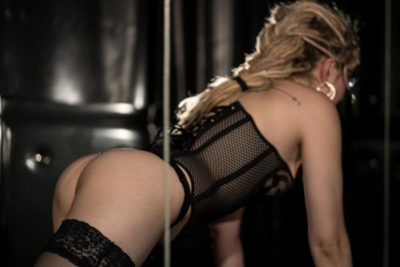 lady-elvira-sexy-hintern-lingerie.jpg
